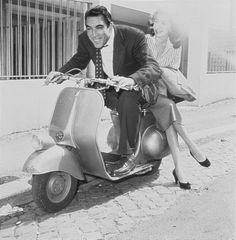 Anthony Quinn on Vespa Piaggio Scooter, Moto Scooter, Vespa Lambretta, Scooter Girl, Gina Lollobrigida, Anthony Perkins, Kirk Douglas, Katharine Hepburn, Louise Brooks