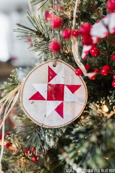 Quilt Christmas Tree Ornaments - Make your own wood ornaments - Christmas Quilt Squares Types Of Christmas Trees, Christmas Tree Themes, Christmas Wood, Diy Christmas Ornaments, How To Make Ornaments, Canada Christmas, Christmas Items, Christmas Goodies, Christmas Wrapping