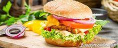 Evde Hamburger Köftesi Yapımı Resimli Tarif - http://www.bizkadinlaricin.com/evde-hamburger-koftesi-yapimi-resimli-tarif.html  Fast food restaurantlarda yemek yerine kendi köftenizi hazırlamaya ne dersiniz? evde hamburger köftesi yapımı resimli tarif makalemiz bu konuda size yardımcı olacaktır. Malzemeler Yarım kilo dana döş kıyma 1 adet orta boy soğan 1 diş sarımsak 3'er tatlı kaşığı hardal, galeta unu ve sirke 1 tatlı kaşığı karabiber Tuz