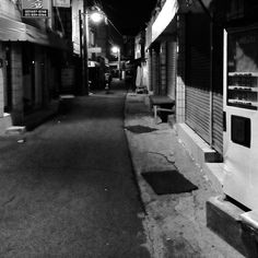 heuijoon / #Love#Instagood#Me#Like#Follow#Photooftheday#Followme#Beautiful#Happy#Instadaily#Friends#Swag#Bestoftheday#Instalike#Amazing#Instamood#Webstagram#korea#korean#busan#한국#부산#nikon#canon#xpro1#view#골목#시장 / 부산 / 2013 12 11 /