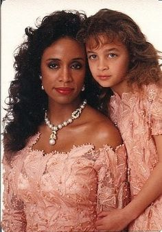 Nicole Richie & her Mom Brenda pretty in peach