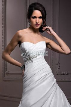 Empire Taille Taft A-Line ärmellos Brautkleid für mittel Größe für dünne Frau