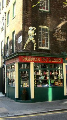 Pollock's Toy Museum looks so interesting! It would be fascinating to take a step or two back into the childhood of those who lived long ago.