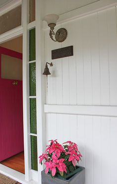 East Ipswich Queenslander Walk Among The Homes Queenslander home entry with pink door Weatherboard House, Queenslander, Farmhouse Homes, Modern Farmhouse, Country Homes, Exterior Color Schemes, Edwardian House, Cottage Renovation, Modern Windows