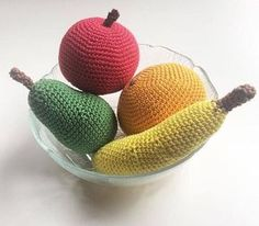 Kijk wat ik gevonden heb op Freubelweb.nl: gratis haakpatronen van My Little Crafty Life om een appel, peer, banaan en sinaasappel te haken https://www.freubelweb.nl/freubel-zelf/gratis-haakpatroon-fruit/