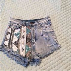"Aztec High Waisted Shorts size M W 26  Aztec High Waisted Denim  Shorts size Medium in good conditionThey are 10"" Long waist is 13"" laying flat stretched out is 14"" Shorts Jean Shorts"