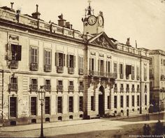 Imágenes del viejo Madrid. Fachada del edificio del Palacio de Gobernación en la Puerta del sol. 1870.