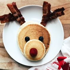 Make these cute Reindeer Pancakes for Christmas breakfast this year! No need to head to a restaurant-they are easy to make at home! Christmas Morning Breakfast, Christmas Brunch, Christmas Goodies, Christmas Treats, Christmas Baking, Holiday Treats, Holiday Recipes, Christmas Holidays, Merry Christmas