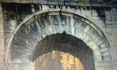 Arco etrusco - arquivoltas concêntricas