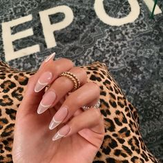 Almond Acrylic Nails, Best Acrylic Nails, Almond Nails Pink, Long Almond Nails, Rounded Acrylic Nails, Almond Nail Art, Simple Acrylic Nails, Stylish Nails, Trendy Nails