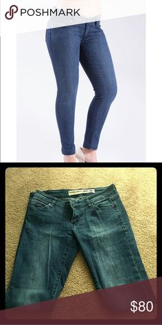 Pre-loved Barbell fitness jeans These jeans are great for you if you: ✅Got a big booty. ✅Have trouble finding jeans that fit. ✅Wear leggings more than jeans.   Pre-loved, amazing condition and super comfy. Sell for $145 new. Barbell Jeans Jeans Skinny