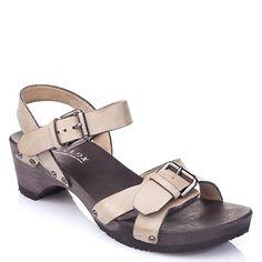 Susi stone – Let the sunshine in! Mit Susi an den Füßen geht jeden Tag die Sonne auf. Die zwei verstellbaren Schnallen sorgen für optimale Passform. Und der Absatz für festen Stand. #softclox #clogs #summer #spring #summershoes #springshoes #shoes #wood #woddensole #leather