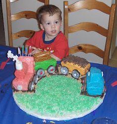 www.purplecarrotsinc.blogspot.com    EASY train cake for little boys