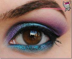 paciugo by Beautybats Blue and purple makeup
