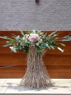 Church Flowers, Altar Decorations, Church Wedding, Flower Designs, Flower Arrangements, Diy And Crafts, King, Creative, Home Decor