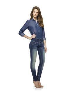 A Salsa apresenta, para a próxima estação, os novos jeans 'Slim Elegant'. Este modelo de cintura subida ajuda a alongar as pernas... Denim. Ganga. Fashion. Moda. Tendências Outono/Inverno 2015/2016. Dicas de moda e imagem. Alongar e adelgaçar a silhueta. Style Statement. Blog de moda portugal.