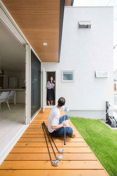 居心地のいい、内と外をつなぐウッドデッキ #ルポハウス #設計士とつくる家 #注文住宅 #デザインハウス #自由設計 #マイホーム #家づくり #施工事例 #滋賀 #おしゃれ #庭 Dream House 2011, Barbie Dream House, House Games, Wooden Decks, Outdoor Living, Outdoor Decor, Japanese Design, My House, Beautiful Homes