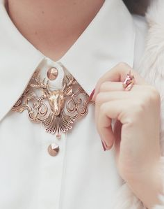 Golden deer necklace, love or not? Asian Fashion, Look Fashion, Fashion Outfits, Fashion Design, Fashion Beauty, Beauty Style, Cheap Fashion, Fashion Tips, Jewelry Accessories
