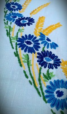 Cornflowers and wheat, vintage embroidery, on Ebay! Lace Embroidery, Vintage Embroidery, Embroidery Stitches, Fabric Crafts, Sewing Crafts, Thread Art, Textile Art, Needlepoint, Needlework