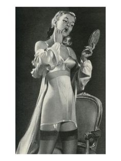 The history of lingerie. What bras, girdles, slips and underwear or panties did women wear? What did they look like? How to wear them today? Pin Up Vintage, Photo Vintage, Mode Vintage, Vintage Glamour, Vintage Beauty, Belle Lingerie, Retro Lingerie, Bra Lingerie, Vintage Girdle