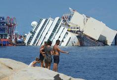 """On s'en fout! Qu'il aille faire une croisière 200000 lieues sous les mers -  ITALIE • Le """"Costa Concordia"""" bientôt debout"""