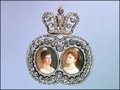 Diamond portrait badge of Dowager Empress Maria Feodorovna and Empress Alexandra Feodorovna. Presented to Countess E. P. Sheremeteva in 1912.
