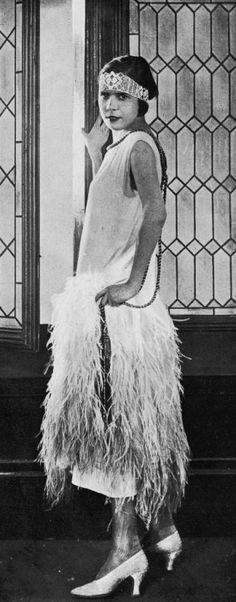 """Les Modes (Paris) January 1925 """"raminou"""" robe du soir par Jean Magnin"""
