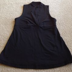 Lulu Workout Top 10 Excellent condition.  Built in bra.  Flattering shape. Size 10 lululemon athletica Tops Muscle Tees