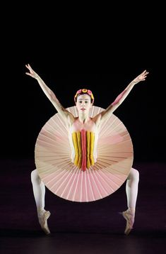 The Bauhaus Did Ballet? See Wacky Costumes From the German Design School's Little-Known Performance Art Ballet, Ballet Beau, Ballet Poses, Theatre Costumes, Ballet Costumes, Dance Costumes, Contemporary Ballet, Ballet Performances, Kunst Online