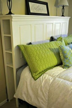 The bed is one of the most important furniture pieces of any house. This rustic wood diy headboard are also the main decorative piece of this bedroom.