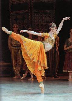 "Dorothee Gilbert in Rudolf Nureyev's ""La Bayadere"" - Paris Opera Ballet ♥ www.thewonderfulworldofdance.com"