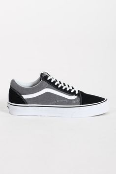 Deck your feet out in the most recognisable side stripe in the world. Slip them into a pair of Vans' Old Skools, with a suede upper, a sweet mix of black and grey and that all-important vulcanised rubber sole; for great traction and optimum board feel.