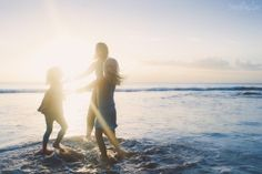 beautiful sunflare photo by Sarah Vaughn of Story Lane Photography Lifestyle Photography, Children Photography, Family Photography, Photography Hacks, Creative Pictures, Cool Pictures, Sea Poems, Sky Gazing, Childhood Stories