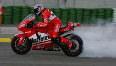smokin' …Troy Bayliss, Marlboro Ducati Corse GP04, 2004 Valencian Grand Prix
