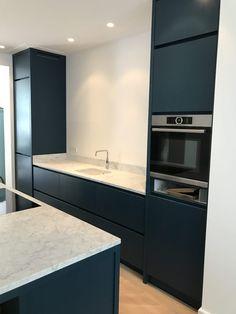 Cosy Kitchen, Home Decor Kitchen, New Kitchen, Home Kitchens, Minimal Kitchen Design, Interior Design Kitchen, Bathroom Interior, Ikea Ringhult, Kitchen Remodel