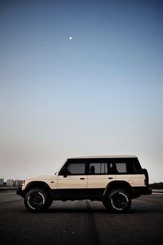Mitsubishi Pajero -> Hyundai Galloper -> Mohenic Garages redesign - Sahara Gallop www.the.co.kr/