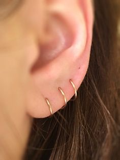 Triple Hoop earrings in Gold fill, large gold hoop earrings, hammered hoop earrings, delicate hoop earrings, 2 inch hoop earrings - Fine Jewelry Ideas Piercing Lobe, Triple Piercing, Cute Ear Piercings, Double Ear Piercings, Double Cartilage, Tongue Piercings, Cartilage Piercings, Bar Stud Earrings, Accessories