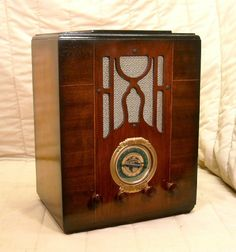 Old Antique Wood Silvertone Vintage Tube Radio - Restored & Working Tombstone. eBay auction ends tonight at 10:30 eastern!