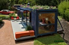 Luxury imposing houses arent the only ones that can benefit from a green roof. Even something as small and simple as a shipping container house can use some of its benefits. Its the case of this lovely shipping container guest house from San Antonio. Container Home Designs, Container Houses, Container Office, Container Gardening, Home Office Furniture, Outdoor Furniture Sets, Advantages Of Solar Energy, Casas Containers, Storage Containers