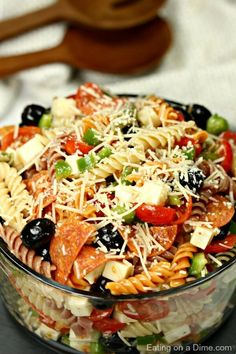 This is the perfect Italian pasta salad recipe for any BBQ potluck or party. This easy pasta salad is loaded with Italian salad dressing cheese cheery tomatoes olives veggies and so much more! Best Pasta Salad, Easy Pasta Salad Recipe, Easy Salad Recipes, Recipes Dinner, Pasta Salad Recipes Cold, Summer Pasta Salad, Pasta Recipes For A Crowd, Easy Pasta Meals, Cold Pasta Salads