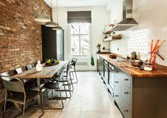How to make a perfect long narrow kitchen design? creative idea for solving the problem of narrow kitchen designs for cabinets and narrow kitchen island Loft Kitchen, New Kitchen, Kitchen Dining, Kitchen Ideas, Dining Room, Rustic Kitchen, Dining Area, Wooden Kitchen, Kitchen Brick