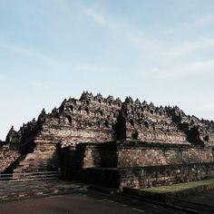 ..borobudur temple java #color #photography #travelphotography #travelpic #instagram #instapic #hilife #bevisuallyinspired #adventure #artofvisuals #ourlonelyplanet #discoverglobe #photooftheday #sunset #shadow #sillouette #indonesia #jogjakarta #borobudur #borobudurtemple http://tipsrazzi.com/ipost/1514344467610626479/?code=BUECEUbgmmv