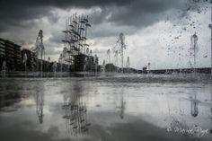 ομορφη φωτογραφια με φοντο τις ομπρελες της Θεσσαλονίκης beautiful photo behind of Umbrellas Fountain, Thessaloniki, Greece
