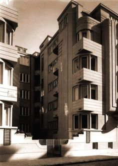 Romanian art-deco building