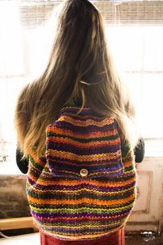Purej/ El que anda... Bolso/mochila andariega y colorida. Lana de llama con tintes mixtos.