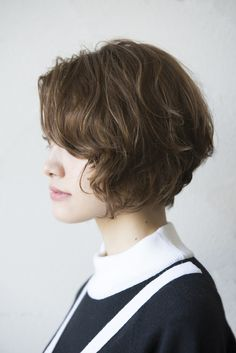 Bob cut For Chic ladies Women voted the best style 2018 Short Blonde, Girl Short Hair, Short Curly Hair, Wavy Hair, Short Hair Cuts, Curly Hair Styles, Curly Bob, Modern Bob Hairstyles, Pretty Hairstyles