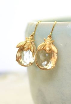 Beautiful, sparkling glass teardrop gem with a gold hollow-back bee charm. Lightweight and easy to wear all day. Teardrop measures...