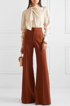 I love the blouse and the pants! The pants look a bit will this go out of style in the next 10 years? Fashion Pants, Look Fashion, Fashion Outfits, Girl Fashion, Luxury Fashion, Green Bikini Bottoms, Look Office, Vetement Fashion, Slim Fit Chinos