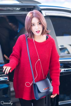 "AOA YuNa @ Airport  ""Her hair, i love it!"""
