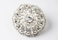 Broche TABATHA, perles et strass. Brooch TABATHA, pearls with strass. Or, Brooch, Jewelry, Fashion, Bridal Collection, Rhinestones, Bead, Accessories, Moda